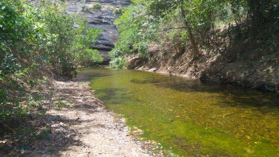 Macambira, SE: Riacho na trilha