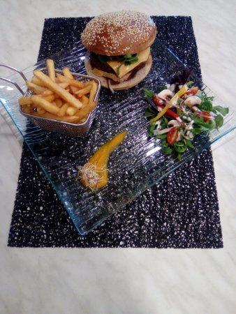 """Puylaurens, France: Burger """"Du Barry"""" ,  à découvrir...."""