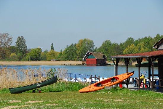Güstrow, Germania: Bootsverleih am Inselsee