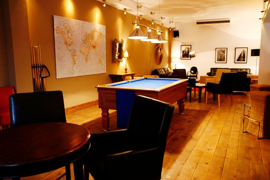 Sitio de Calahonda, España: Inside the Best Cocktail Bar in Calahonda, Pool Table