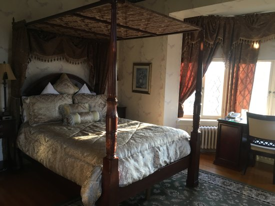 Perth Manor Boutique Hotel: Well-appointed room