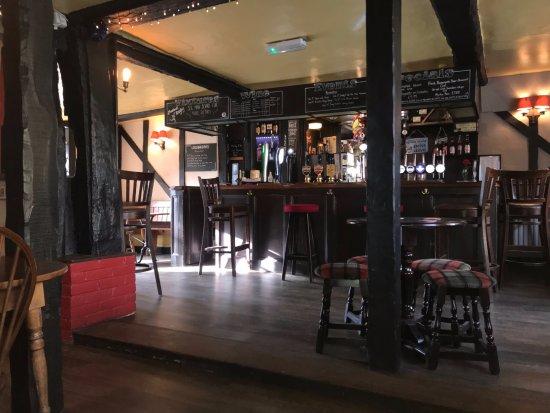Twyford, UK: Main Bar area