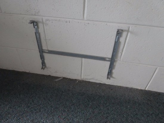 Bridport Bay Inn: Heater bracket