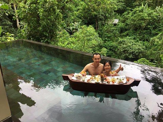 Hanging Gardens of Bali: jangan lupa untuk mencoba lunch at the pool!