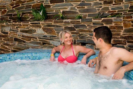 TLH Toorak Hotel : Hot tub in the Aztec Falls pool