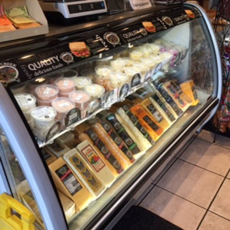 Fostoria, OH : Large selection of Amish cheese and salads