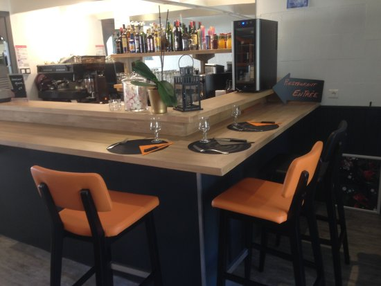 Meylan, France : Sympa le service au bar