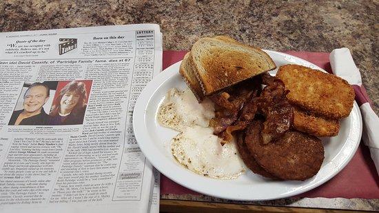 Windsor Locks, CT: Eggs OE and Crispy Bacon & Sausage