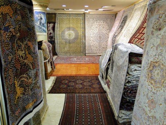 Förenade Arabemiraten: Mercado do Ouro - Sharjah - Vista das Lojas de Tapetes
