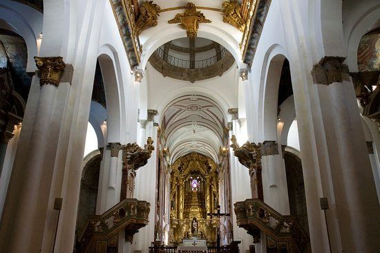 Felgueiras, Portugal:  Mosteiro de Santa Maria de Pombeiro   Nave central