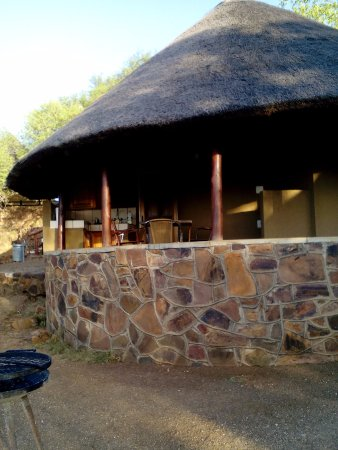 Olifants Rest Camp : Our chalet with braai area out front