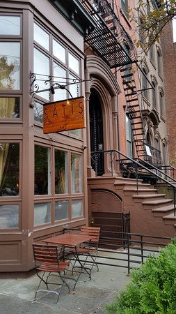 Satis Bistro: There is also a bar entrance. But the restaurant entrance is at the corner.
