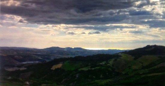 Castiglione Messer Raimondo, อิตาลี: La veduta verso l'Adriatico !