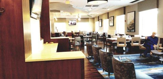 riverbend restaurant bar seating picture of boston marriott rh tripadvisor co za