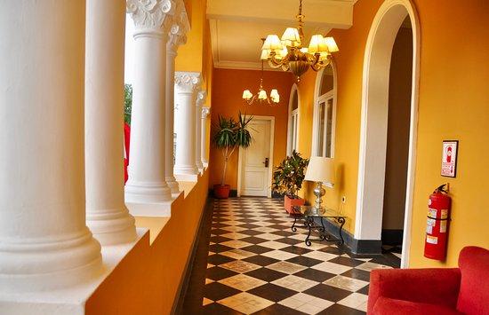 LP Los Portales Hotel Piura: Hotel corridor