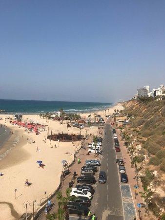 Poleg Beach: partial view of beach