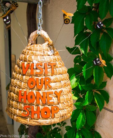 Mimice, Croacia: Visit our honey shop