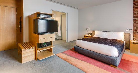 Hotel Gault : Loft Corner - Luxurious queen size bed, wifi included, bathroom with heated floor.