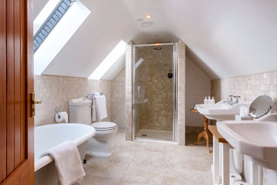 Ardgay, UK: First floor bathroom in cottage Eagle's Crag