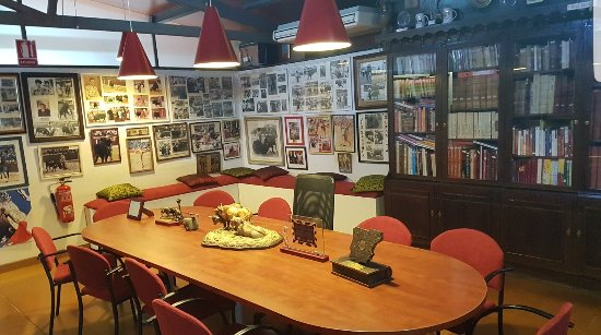 Club, Museo y Mesón Taurino