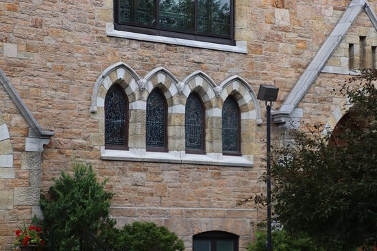 Gananoque, Canada: stained-glass windows