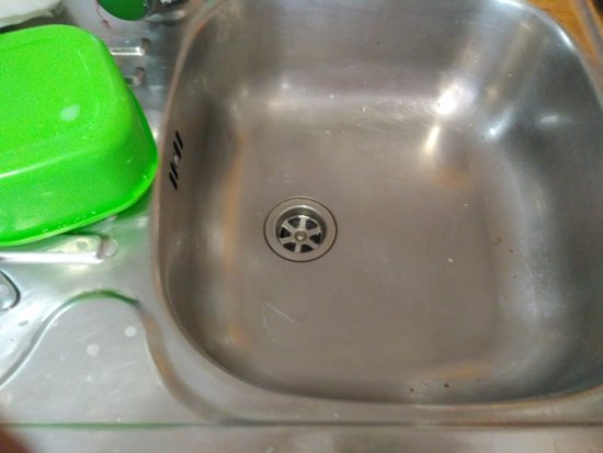Aguamarina Golf Apartments: No separate bowl and stopper didn't seal