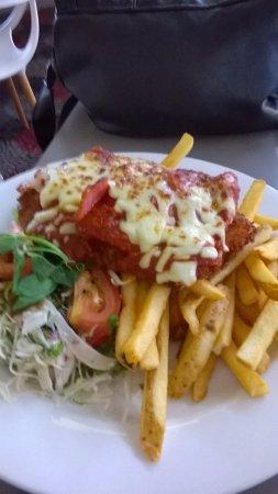 Kingscliff, Australien: chicken parmagiana