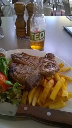 Kingscliff, Австралия: t bone with a beer