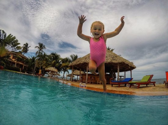 Belizean Dreams Resort: The shallow end of our pool is perfect for small children