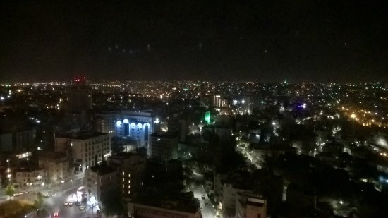 Le Royal Hotel Amman: view from the hotel at night