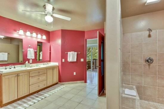 Fair Play, Californie : Country Suite Vanity & Shower with deck in background.