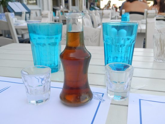 Zefyros Family Fish Taverna: Yes le Raki....hummmm