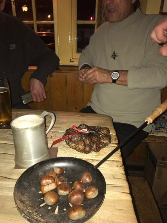 Ripley, UK: Roasted chestnuts over open fire