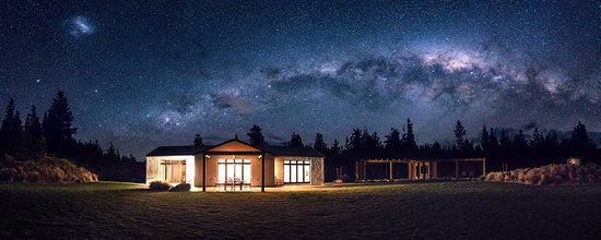Twizel, Selandia Baru: Astrophotogrpahy of the Milky Way above Ashley Mackenzie Villa