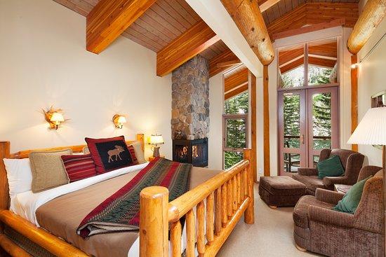 Moraine Lake Lodge: Honeymoon Suite