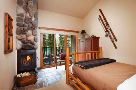 Moraine Lake Lodge: Wenkchemna Wing Rooms
