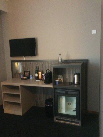 Etten-Leur, Paesi Bassi: De koelkast koelt niet in deze kamer,in de andere kamer was hij eruit gehaald.