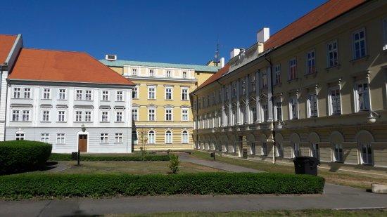 Teplice, Repubblica Ceca: Schöne Außenansicht der Anlage