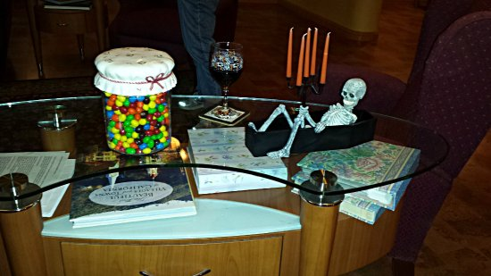 Fair Play, CA: Great Room table @ Holloween