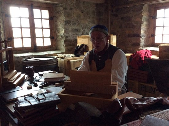 Louisbourg, Canada: The bookbinder had us spell bound!