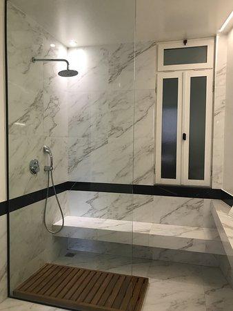 The Zillers Boutique Hotel: Bathroom Junior suite 101