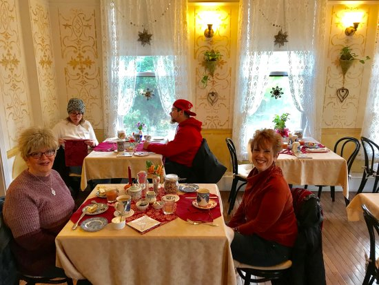 New Hope's 1870 Wedgwood Bed and Breakfast Inn: The Wedgwood Inn Dining Room is a place where Millenials & Seniors can come together, comfortabl