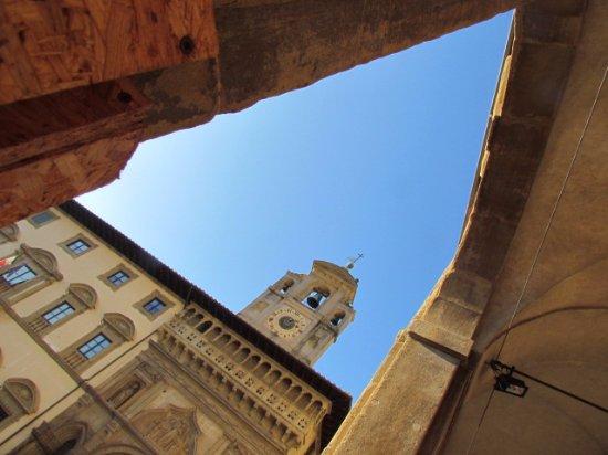 Arezzo, Italien: Piazza Grande: Palazzo della Fraternita dei Laici...