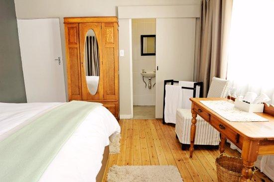 Darling, Güney Afrika: One of our en suite bedrooms