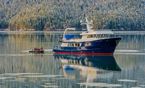 Petersburg, AK: Alaska charter yacht Northern Song passengers enjoying a fall excursion.