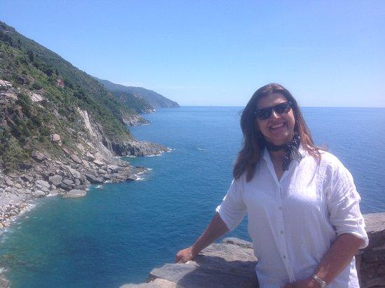 Vernazza Winexperience: O encantador mar da Ligúria visto de cima da montanha.