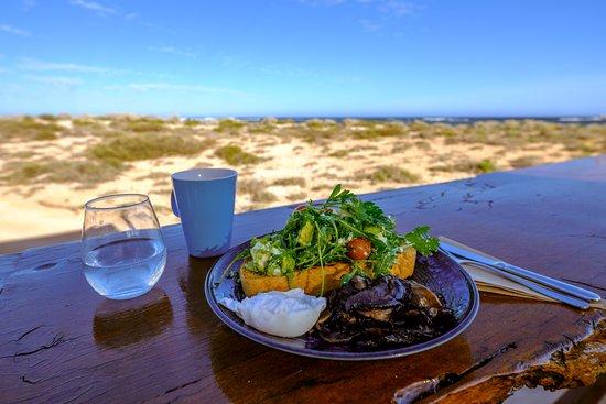 Sal Salis Ningaloo Reef: Breakfast with a view
