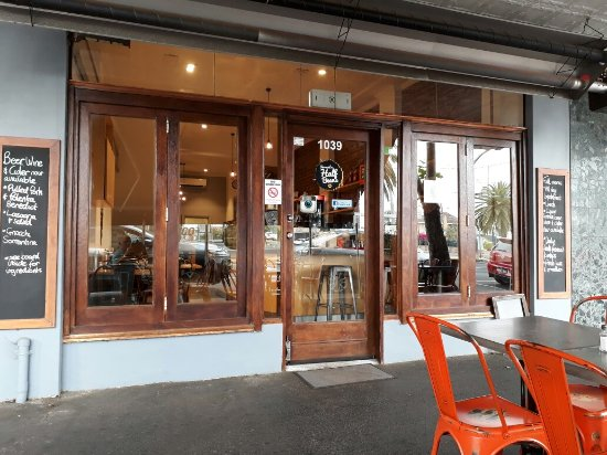 Essendon, Australia: Great local cafe and the friendliest staff.