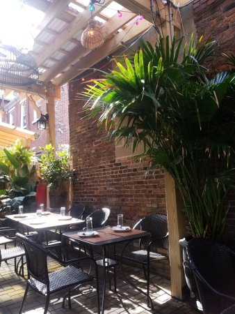 Nicky's Thai Kitchen: Outdoor Seating