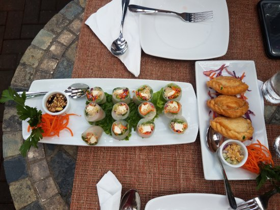 Nicky's Thai Kitchen: Gra Rie Puffs and Summer Roll